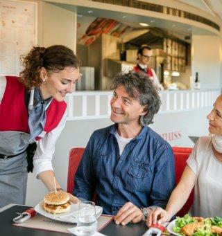DoNs Catering auf den Fernverkehrszuegen der OEBB Harald Eisenberger