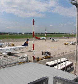 Linz Airport DoN Catering Flugfeld