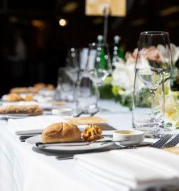 Fundraising-Dinner-Belvedere-gedeckte-Tische