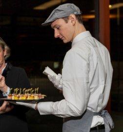 Fundraising-Dinner-Belvedere-servieren