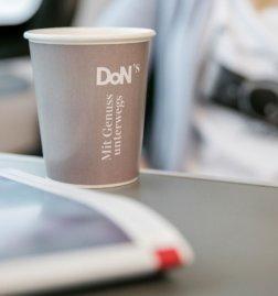 DoNs-auf-den-Fernverkehrszuegen-der-OEBB-Kaffee