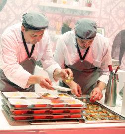 Welt-der-Genuesse-Linz-DoN-Catering-Anrichten-der-Speisen-1
